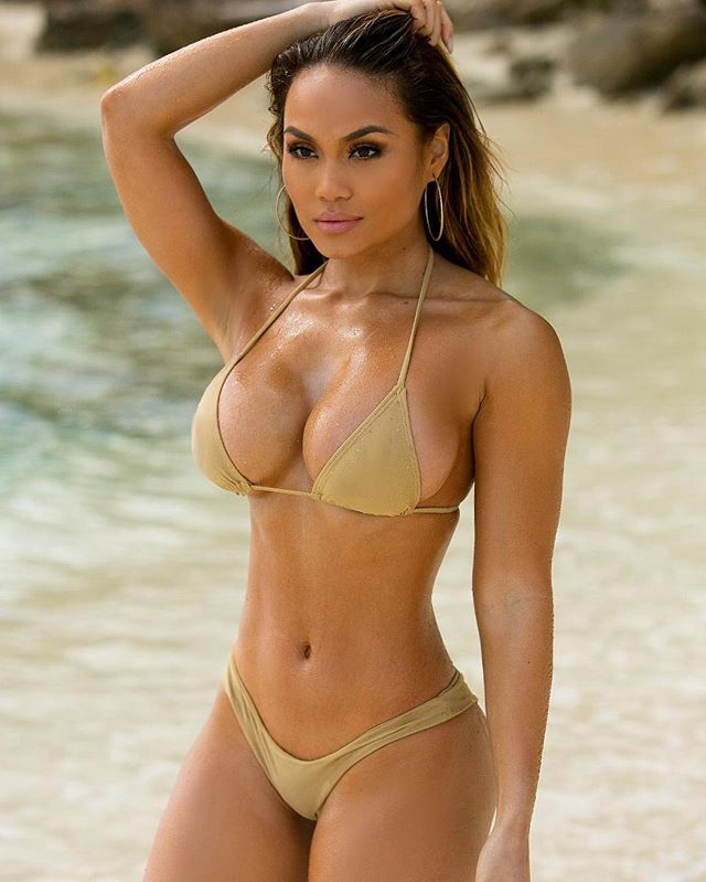 Daphne Joy busty model