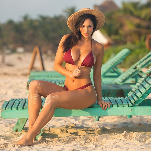 Hope Beel topeless