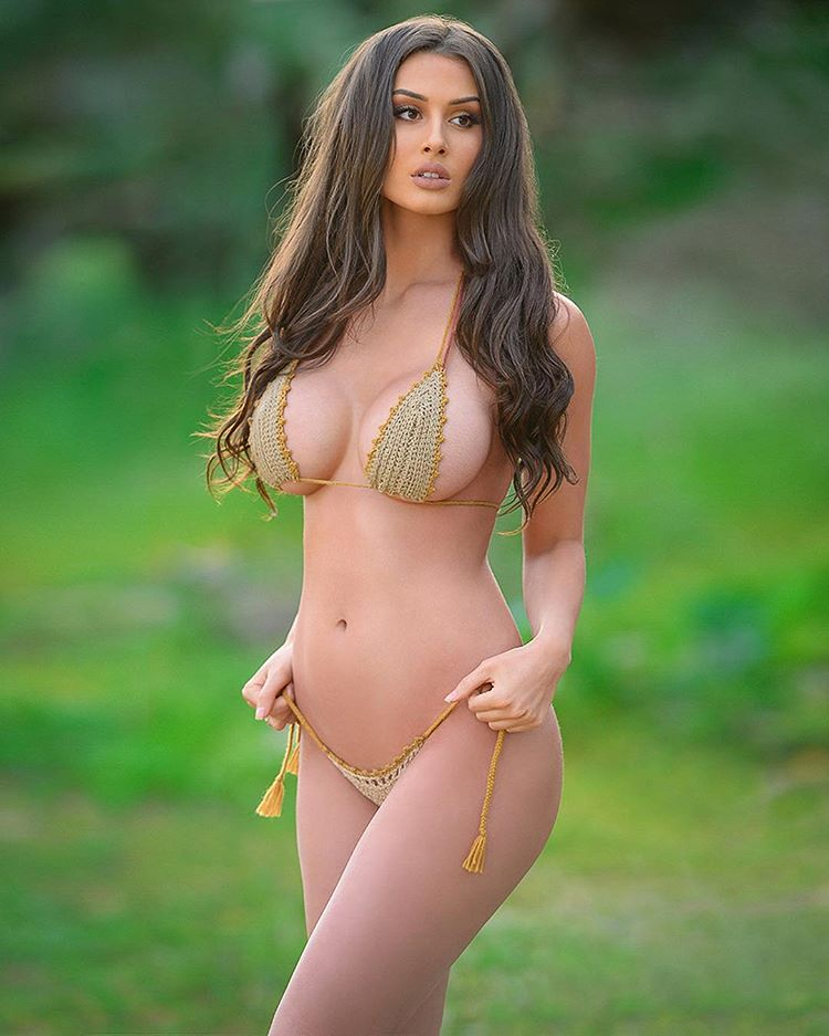 Bianca Kmiec boobs